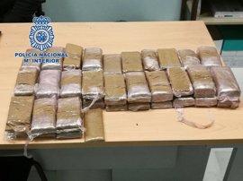 Dos detenidos con más de once kilos de hachís en su vehículo en la zona Norte de Granada