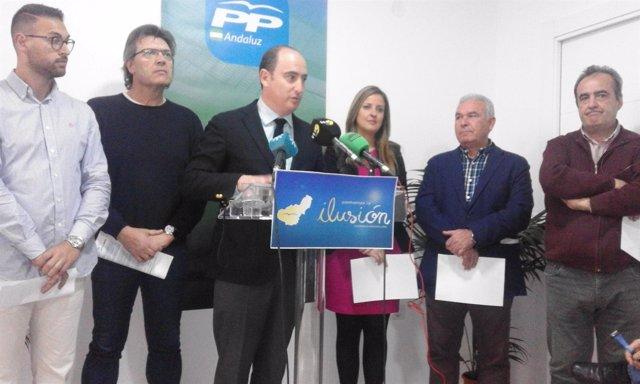 Juan García Montero en rueda de prensa con militantes que apoyan su candidatura