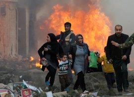 Una mujer muerta y 19 heridos en un atentado en Kabul contra un minibús