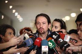 """Pablo Iglesias califica de """"vergüenza"""" la condena a Artur Mas """"por poner urnas"""" el 9N"""