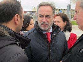 López dice que en la reunión con De la Serna hay que hablar de infraestructuras