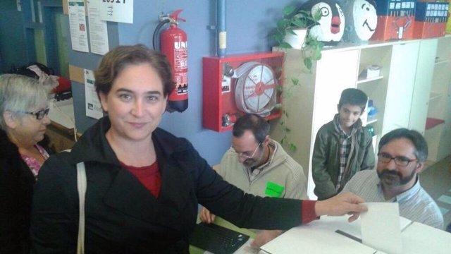Ada Colau votando el 9N