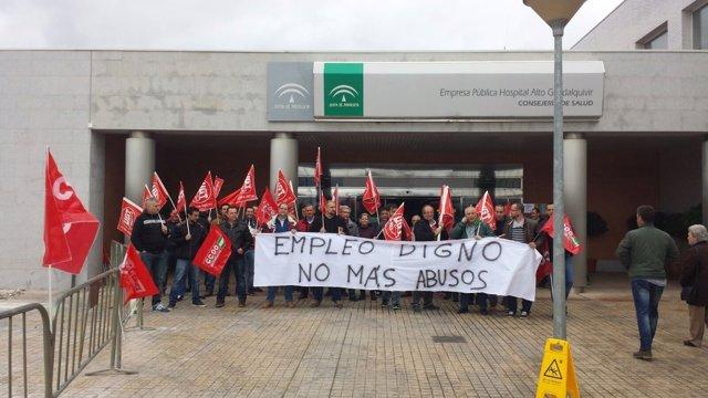 Concentración ante el Hospital Alto Guadalquivir.