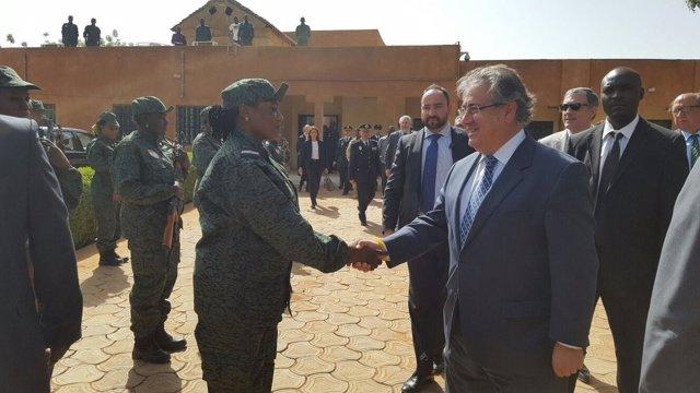 Zoido durante la visita a Níger