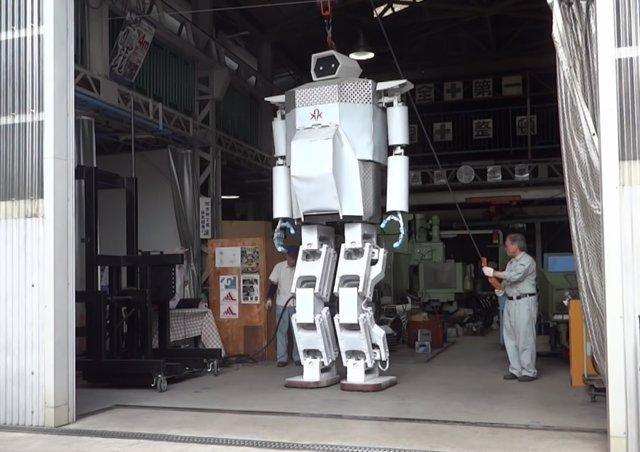 Robot de 4 metros creado por los japoneses Hajime