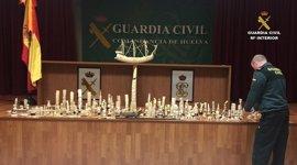 Intervienen 288 piezas elaboradas en marfil en un comercio de Isla Cristina