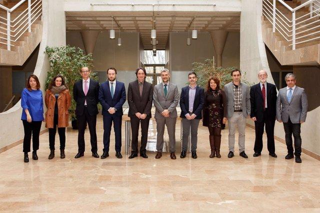 Los investigadores juntoa  representantes de la UPNA, La Caixa y Fundación CAN