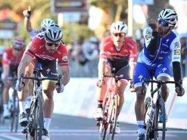 Gaviria puede con Sagan y Quintana defenderá en la crono la victoria en la Tirreno