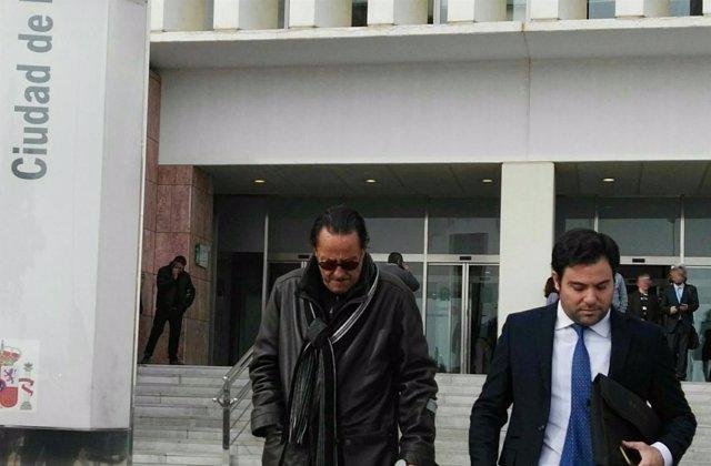 Julián Muñoz y su abogado saliendo de los juzgados