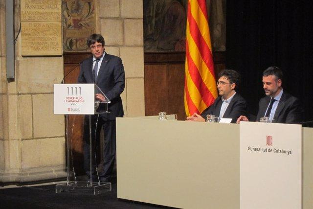 El pte.C.Puigdemont, el comisario E.Riu y el conseller S.Vila