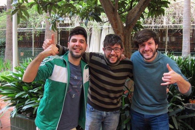 Parte del grupo Txarango en el Ateneu Barcelonès