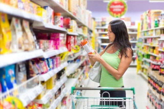 Supermercado, comprando, comprar, etiqueta, aditivos, ingredientes