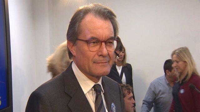 Condenan a Mas a 2 años de inhabilitación por el 9N