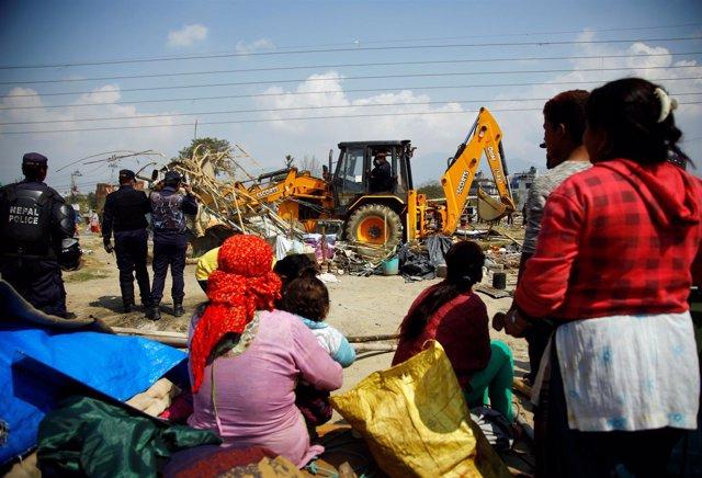 Desmantelamiento de campo de afectados por terremoto en Katmandú