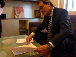 Mas, Ortega y Rigau firman la notificación de la sentencia del 9N