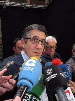 El candidato a secretario general del PSOE Patxi López