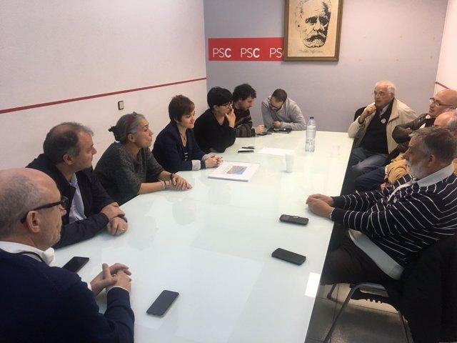Lídia Guitart con miembros del partido y la Plataforma Tracte Just-Soterrament