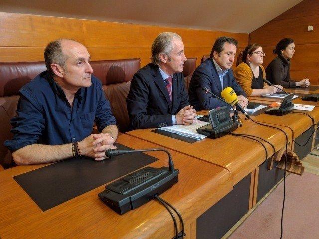Rueda de prensa de PP, Cs y Podemos con vecinos de El Pilón y Prado San Roque