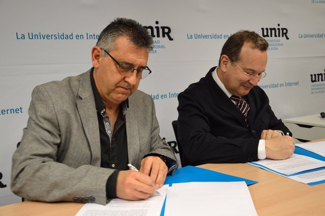 Firma del convenio entre UNIR y Cáritas