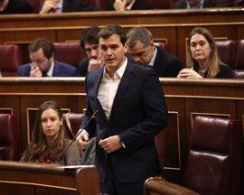 """Albert Rivera pide al PP que cumpla el pacto y aprobar los Presupuestos en vez de """"pelearse"""" con PSOE"""