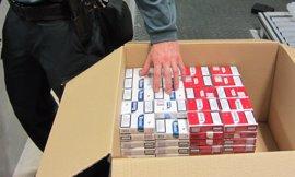 Sucesos.- Intervenidas 199 cajetillas de tabaco ocultas en el equipaje de una mujer procedente de Armenia
