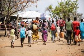 Las atrocidades y el hambre provocan un éxodo de niños sursudaneses hacia Uganda