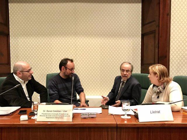 Mesa de la comisión anticorrupción del Parlament
