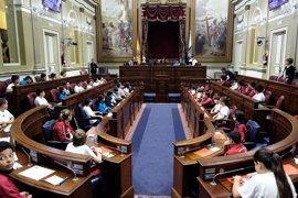"""'Diputad@s por un día' piden en el Parlamento una """"sociedad limpia"""" y más """"respeto"""" para mejorar la convivencia escolar"""