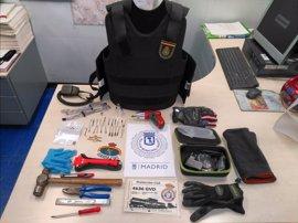 Incautados objetos que podrían ser utilizados para robos a un hombre que se hizo pasar por guardia civil