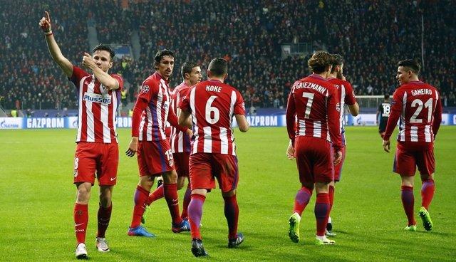 Saúl celebra el 0-1 en el BayArena
