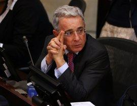 """Uribe acusa al Gobierno de """"entregar la Justicia y la Constitución"""" a las FARC"""