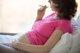 La mitad de las mujeres fumadoras sigue con este hábito en el embarazo