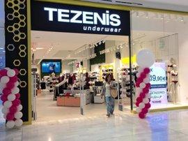 Sevilla.-El Centro Comercial Los Arcos acoge el 'Recruiting Day' de Tezenis para buscar trabajadores