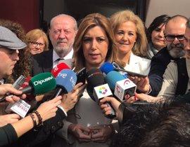 """Susana Díaz: """"Que Rajoy se quede con el impuesto de sucesiones, ya está bien de engañar"""""""