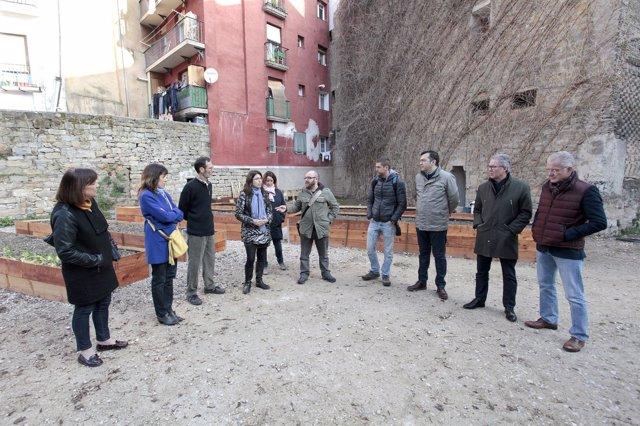 Visita al huerto urbano de Pellejerías, en Pamplona.