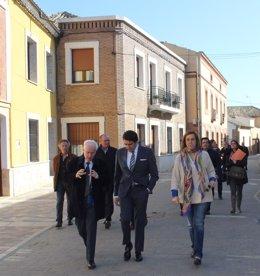 El consejero Suárez-Quiñones visita la localidad de Fuentes de Nava