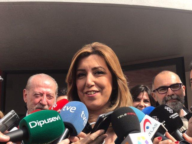 Susana Díaz atiende a los medios en Castilleja de la Cuesta (Sevilla)
