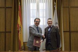 Madrid.-La Universidad de Alcalá y la Asociación de Empresarios de Farmacia de Madrid firman un convenio de colaboración