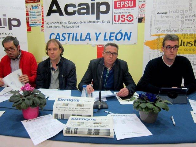 José Antonio Cartón, en el centro, ante los medios.