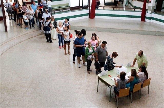 Votación en un centro sobre la jornada continua escolar (archivo)