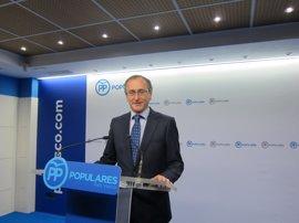 """Alonso (PP) cree que el acuerdo presupuestario vasco se puede trasladar a España para """"frenar la amenaza del populismo"""""""