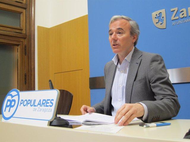 El portavoz municipal del PP, Jorge Azcón, en el ayuntamiento