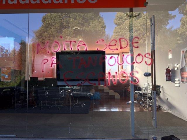 Pintadas en la sede de Ciudadanos Galicia