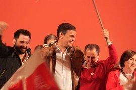 """Sánchez ve """"legítimo"""" que Díaz se presente a las primarias y subraya que con el debate """"gana el PSOE"""""""