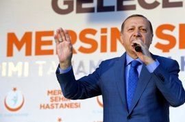 """Erdogan insta a los turcos en Países Bajos a no votar por los partidos del gobierno o """"racistas"""""""