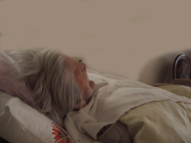 Alzheimer, mujer mayor ingresada