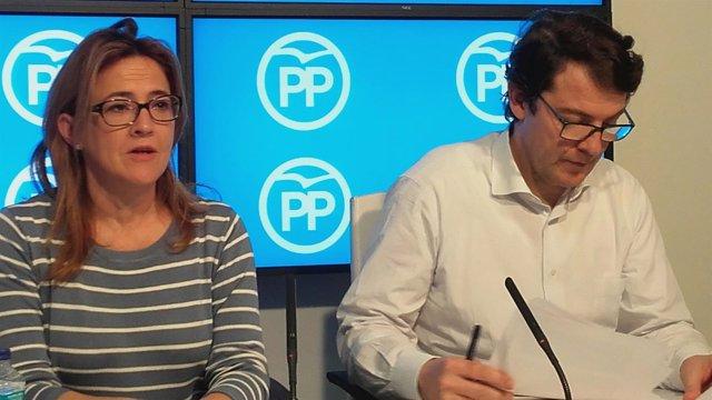 Alfonso Fernández Mañueco, junto a la coordinadora del PP Mayte Martín Pozo