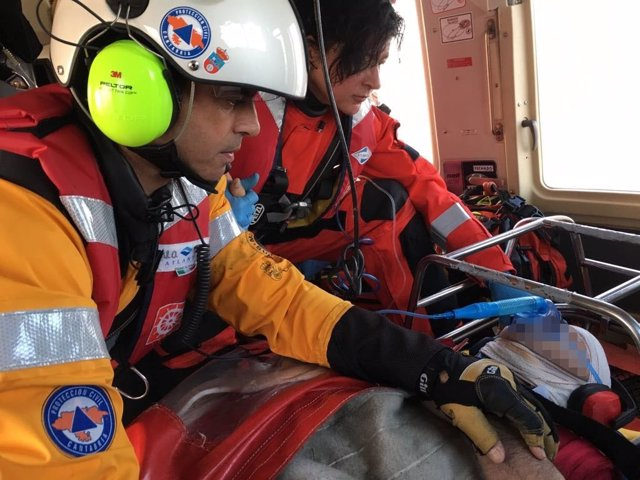 Pescador rescatado en Suances con miembros del 112