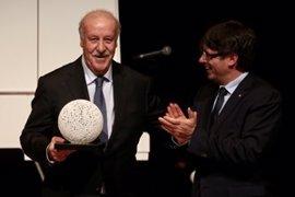 """Puigdemont elogia a Del Bosque por su tolerancia y actitud dialogante: """"Necesitamos más personas como él"""""""