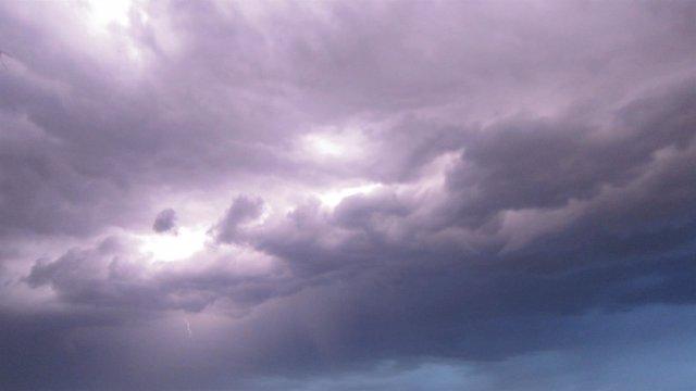Tormenta, lluvia, cielo nuboso, rayos, tempestad, chubascos